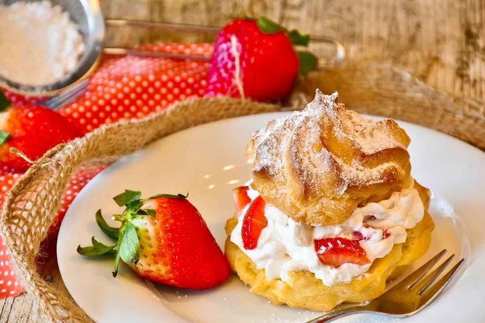 カフェで話せる洋菓子の語源・由来クイズ、スイーツ雑学