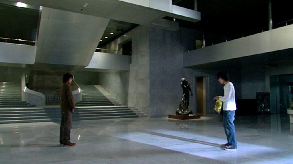 北九州美術館のエントランスホールでのラストシーン